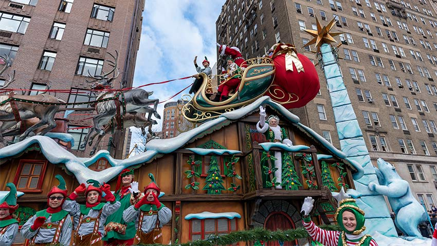 Santa and Mrs. Clause at the 2019 Macy's Thanksgiving Day Parade